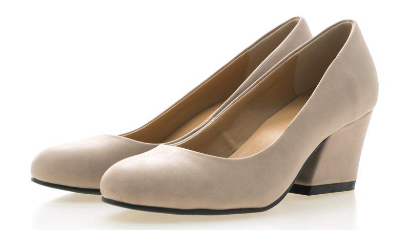 Empresário investe em modelos de sapatos plus size