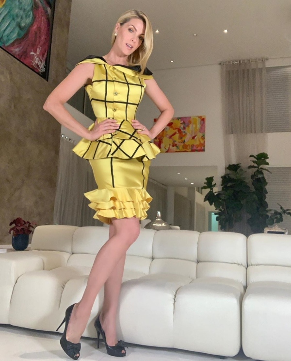 Jeitos de usar saia, inspirados nos looks de Ana Hickmann