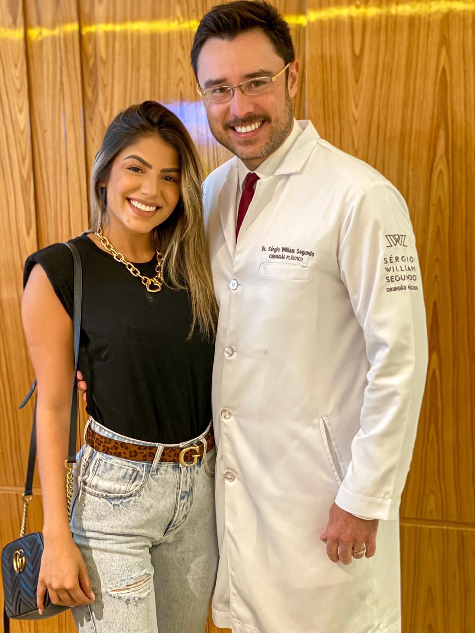 Hariany Almeida ao lado do Dr. Sérgio William Segundo