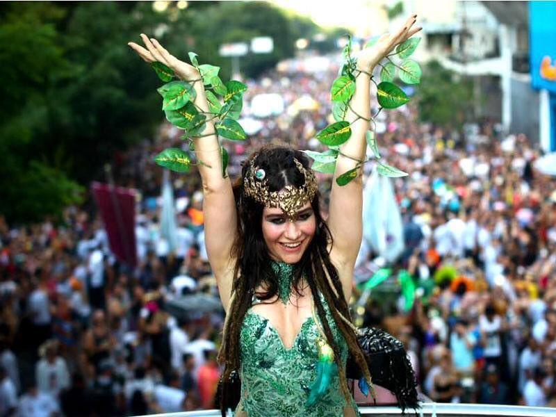 Alessandra Negrini faz avaliação sobre Carnaval