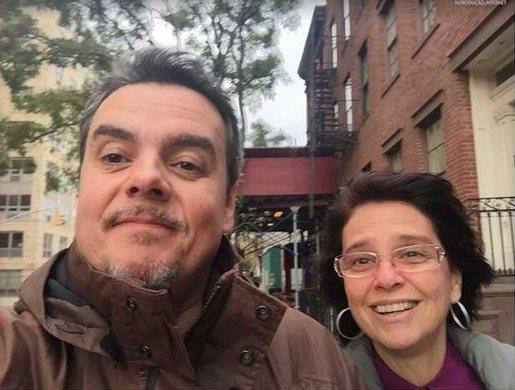 Cassio Gabus e esposa em clique raríssimo