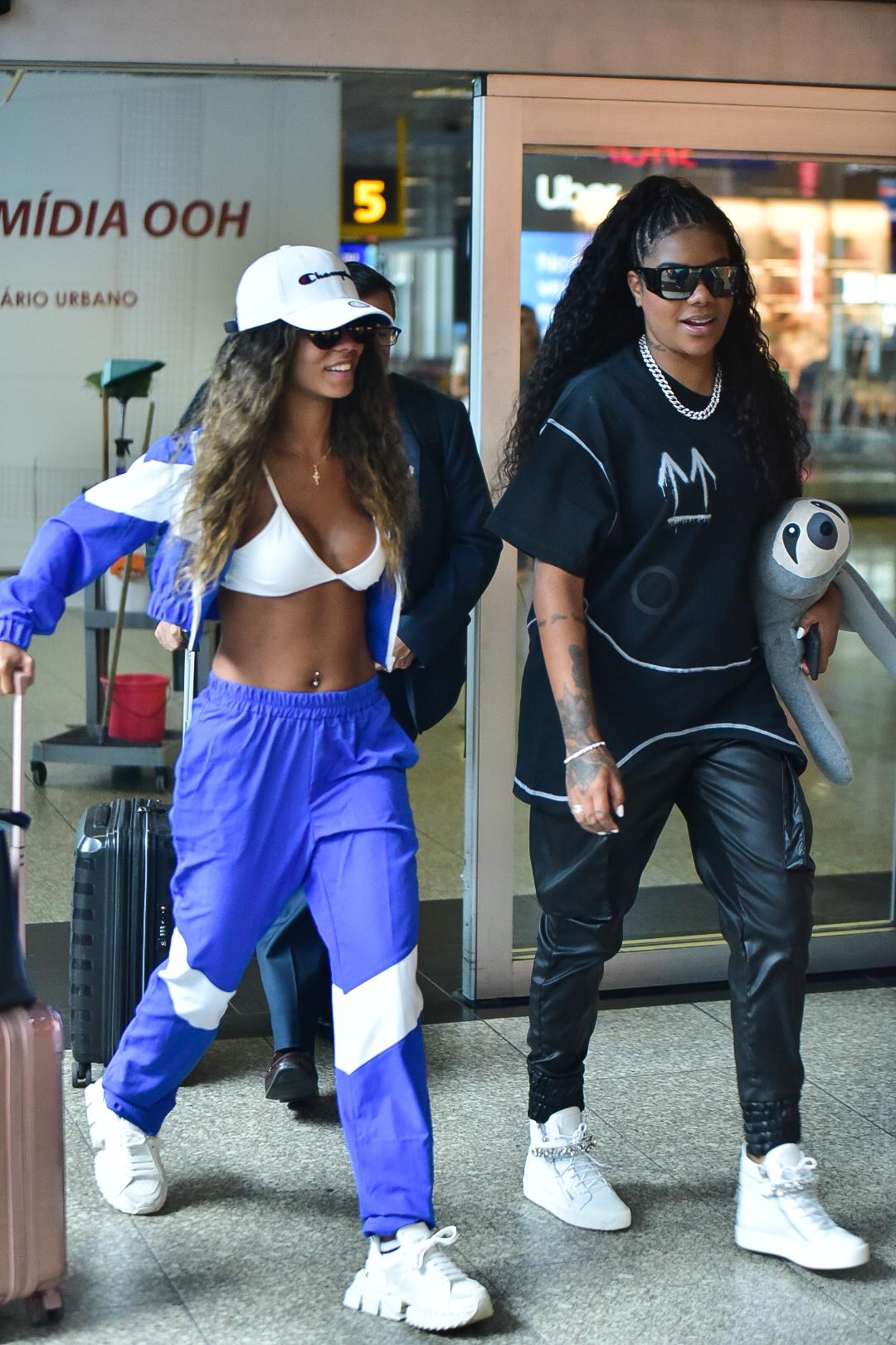 Ludmilla e Brunna Gonçalves no aeroporto de congonhas, em São Paulo