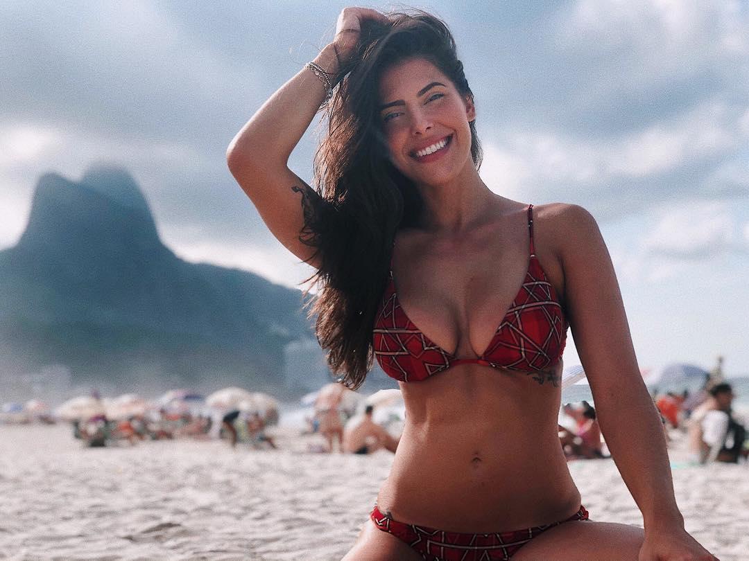 Nova namorada de Felipe Araújo publica foto com o cantor