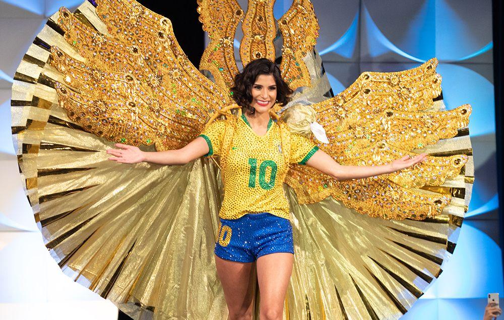 Júlia Horta usou traje típico de jogadora de futebol
