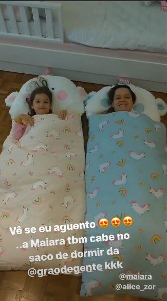 Maiara e Alice em sua 'Festa do Pijama'
