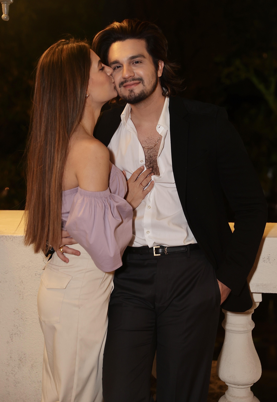 Luan Santana e Jade Magalhães em evento