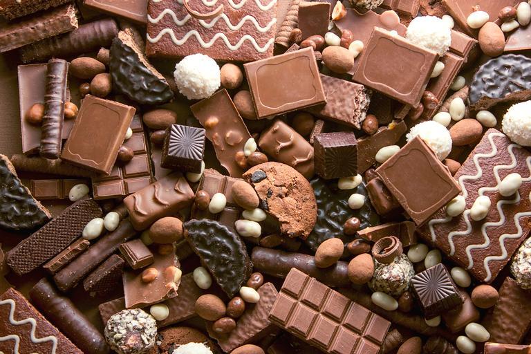 Uma opção para as pessoas que não vivem sem um chocolate é após o almoço, pois as fibras dos alimentos irão ajudar na digestão