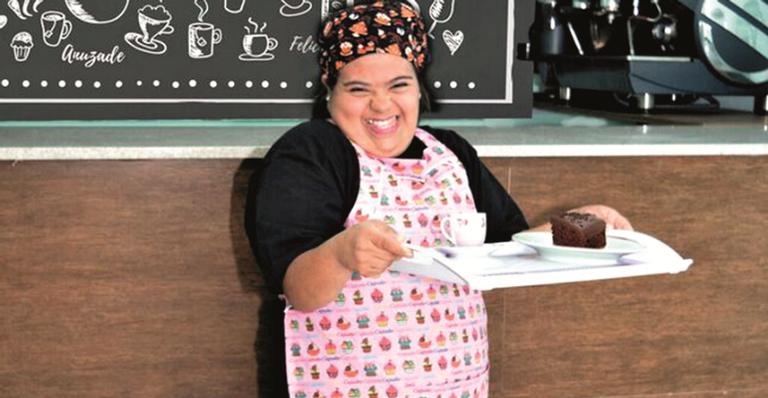Jovem com síndrome de Down abre café em São Paulo