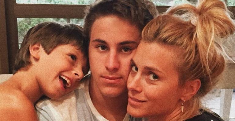 Carolina Dieckmann com os filhos, José e Davi