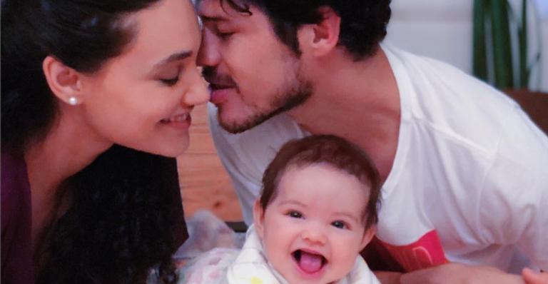Débora Nascimento e José Loreto com Bella