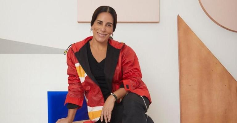 Glória Pires publicou, pela primeira vez, foto ao lado do novo elenco de ''Éramos Seis''