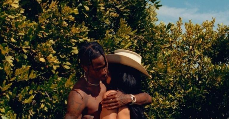 Kylie Jenner e Travis Scott posam pra Playboy