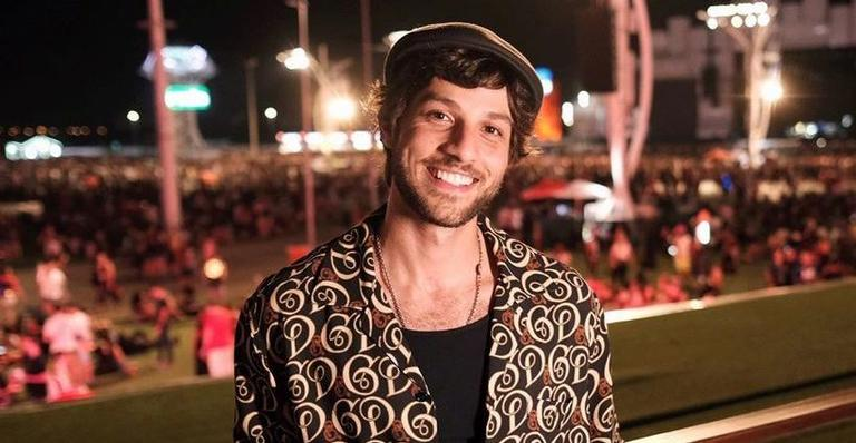 Chay Suede curte noite em Rock in Rio