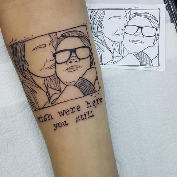 Namorada de Rafael Miguel tatua foto do ator na própria pele