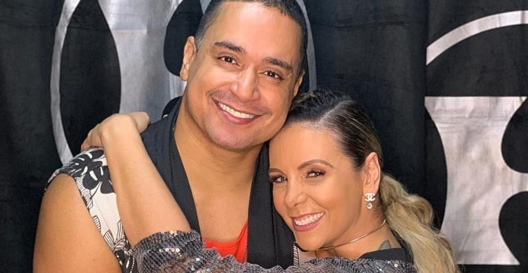 Carla Perez compartilha momento íntimo recebendo massagem de Xanddy