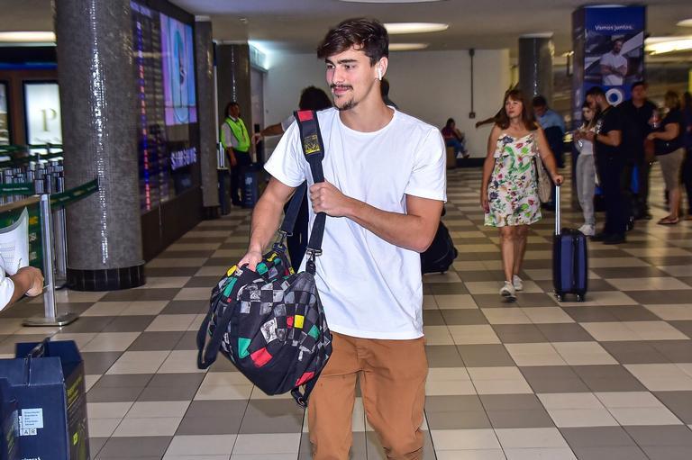 Bruno Montaleone é flagrado em Aeroporto de Congonhas em SP
