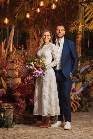 Lucas Lucco e Lorena Carvalho se casam em cerimônia intimista