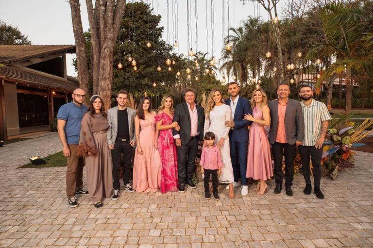 Lucas Lucco e Lorena Carvalho recebem 10 convidados para casamento