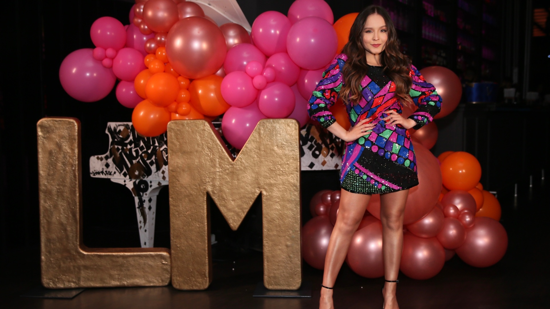 Larissa Manoela curte sua festa de 19 anos