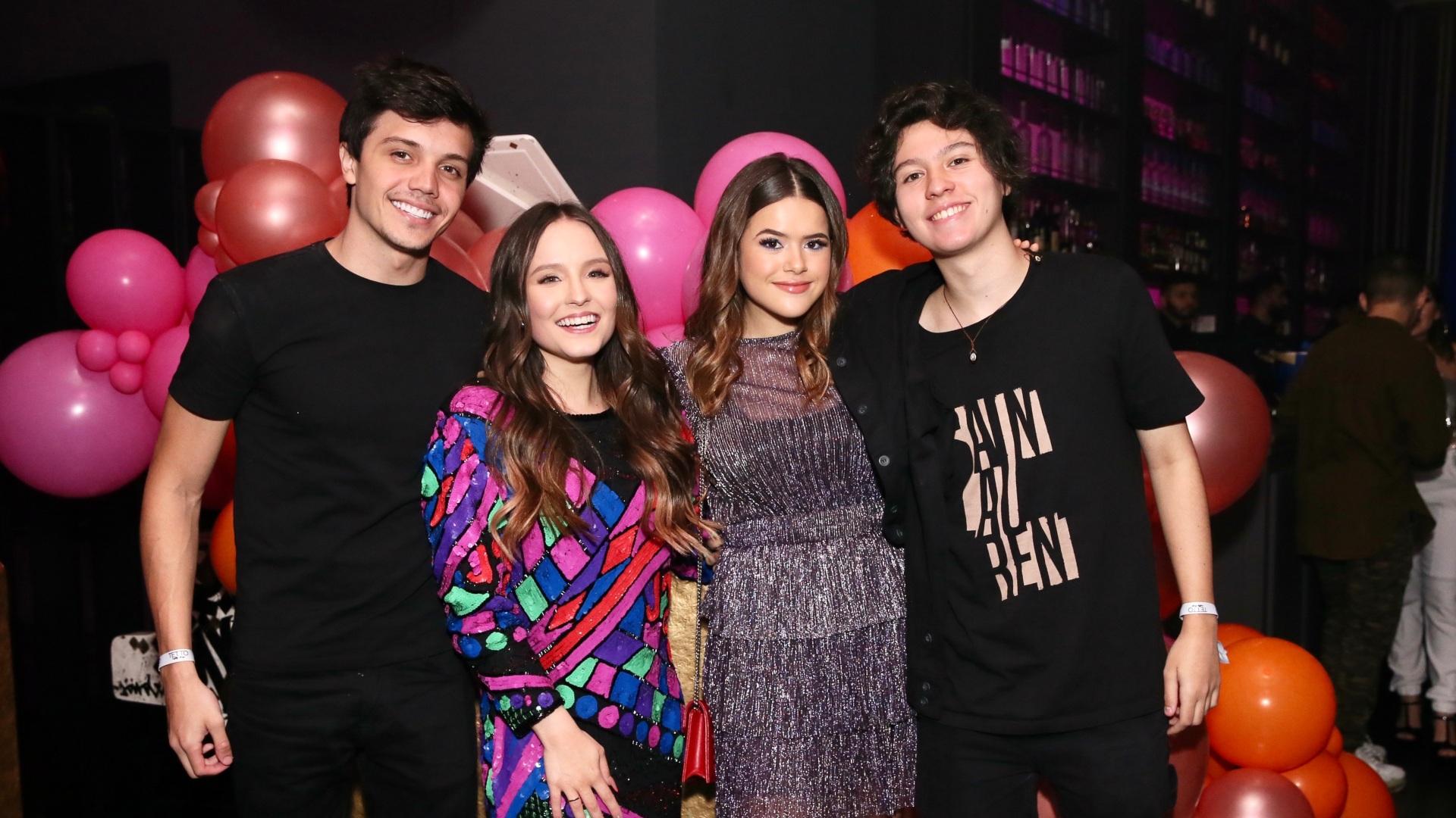 Larissa Manoela ao lado de Léo Cidade, Maisa Silva e Nicholas Arashiro