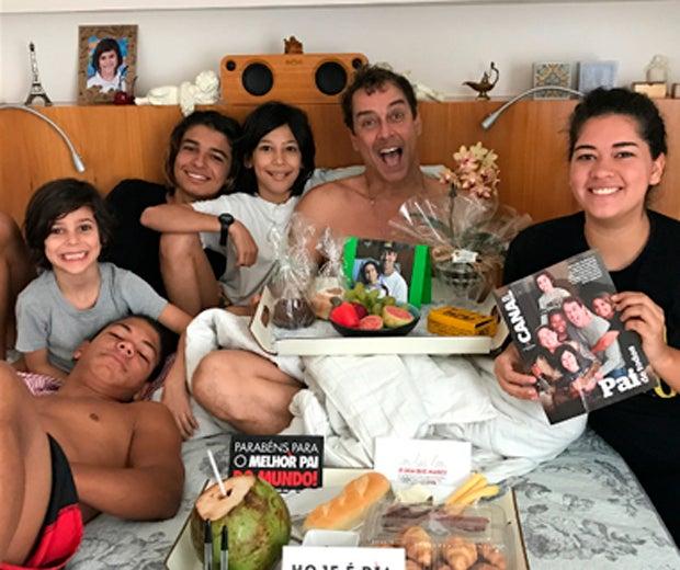 Marcello Antony adotou dois pequenos e cuida dos filhos da atual esposa