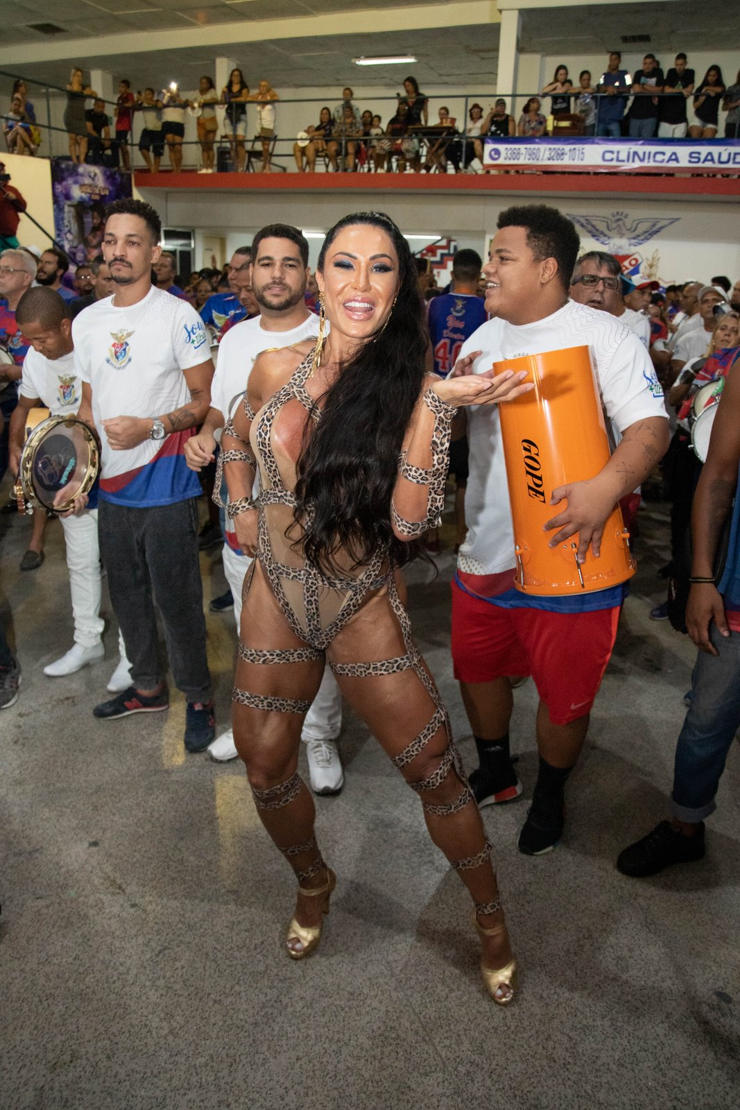 Gracyanne Barbosa comparece a ensaio