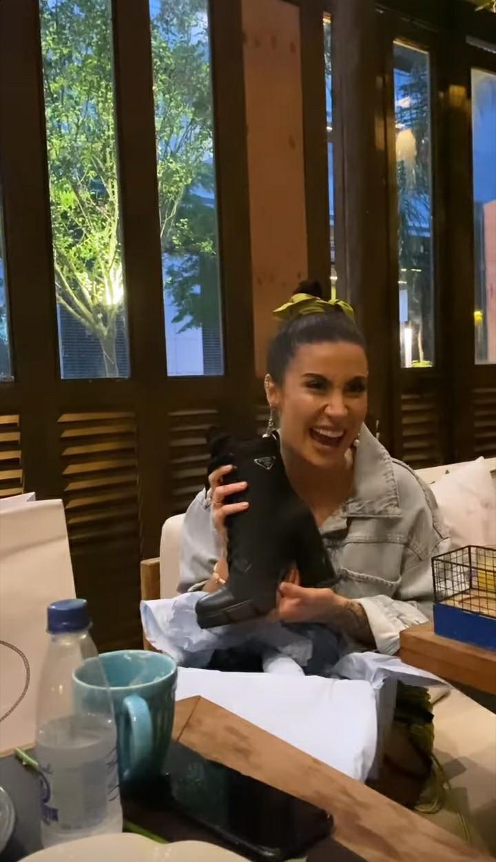 Bianca Andrade ganhou uma bota de Flayslane