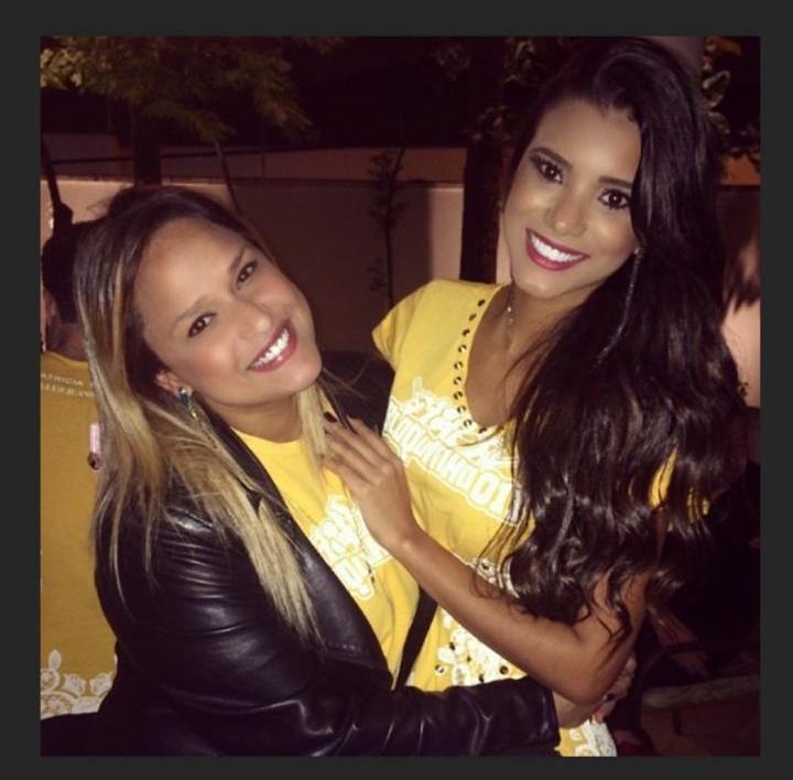 Jakelyne Oliveira ao lado de May Biolli